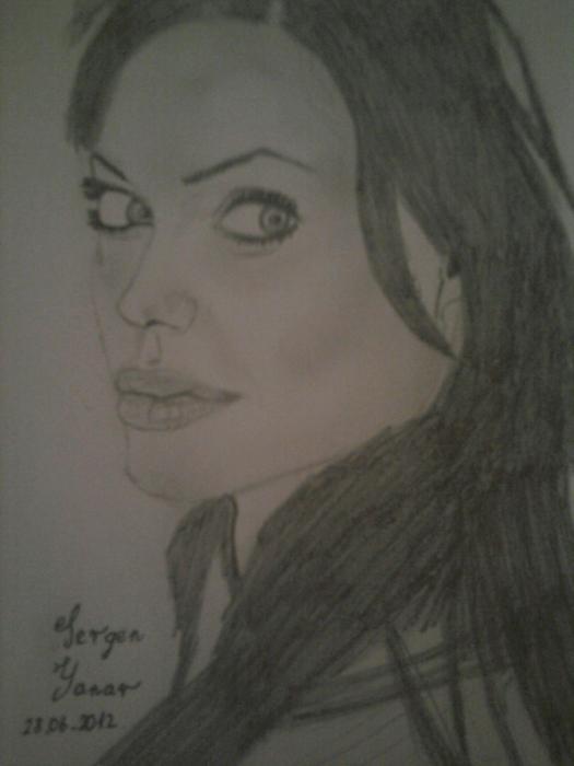 Angelina Jolie por Sergen